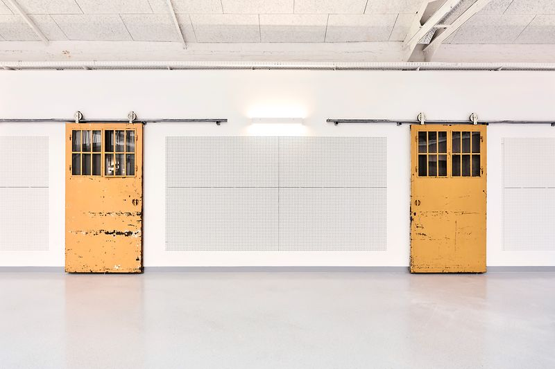 Expedithalle Hall with yellow doors