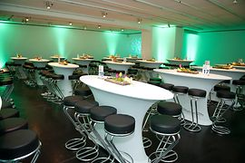 Tresor with ovalness high tables