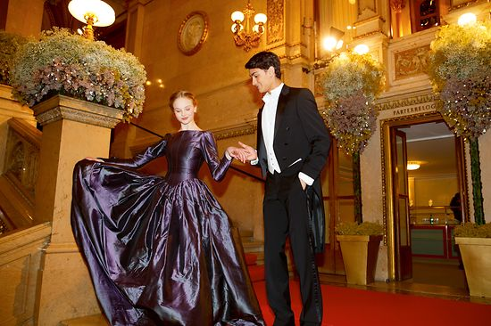 Couple in evening dresses at the Vienna State Opera